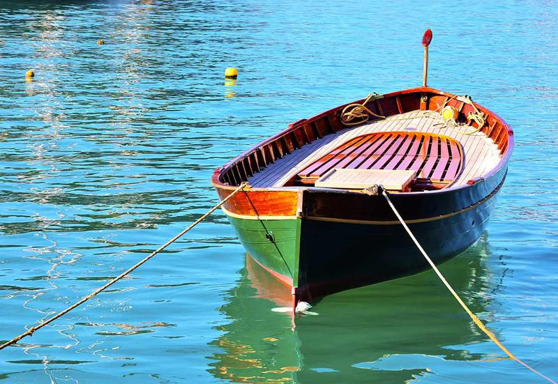The gozzo is a wooden boat of Levantine origin which, like the Latin sail, was introduced into the Mediterranean by the Arabs