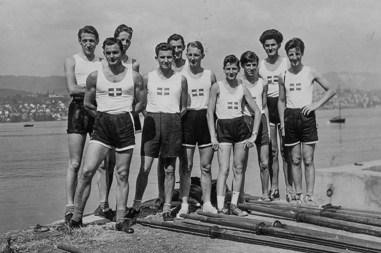 1953, die Ruderer des RCE im ersten Ruderdress