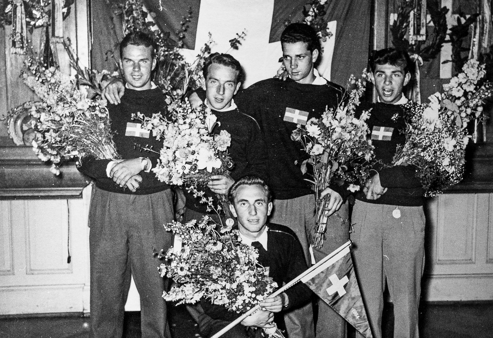 Die stolzen Erlenbacher Schweizer Meisterruderer, 1953