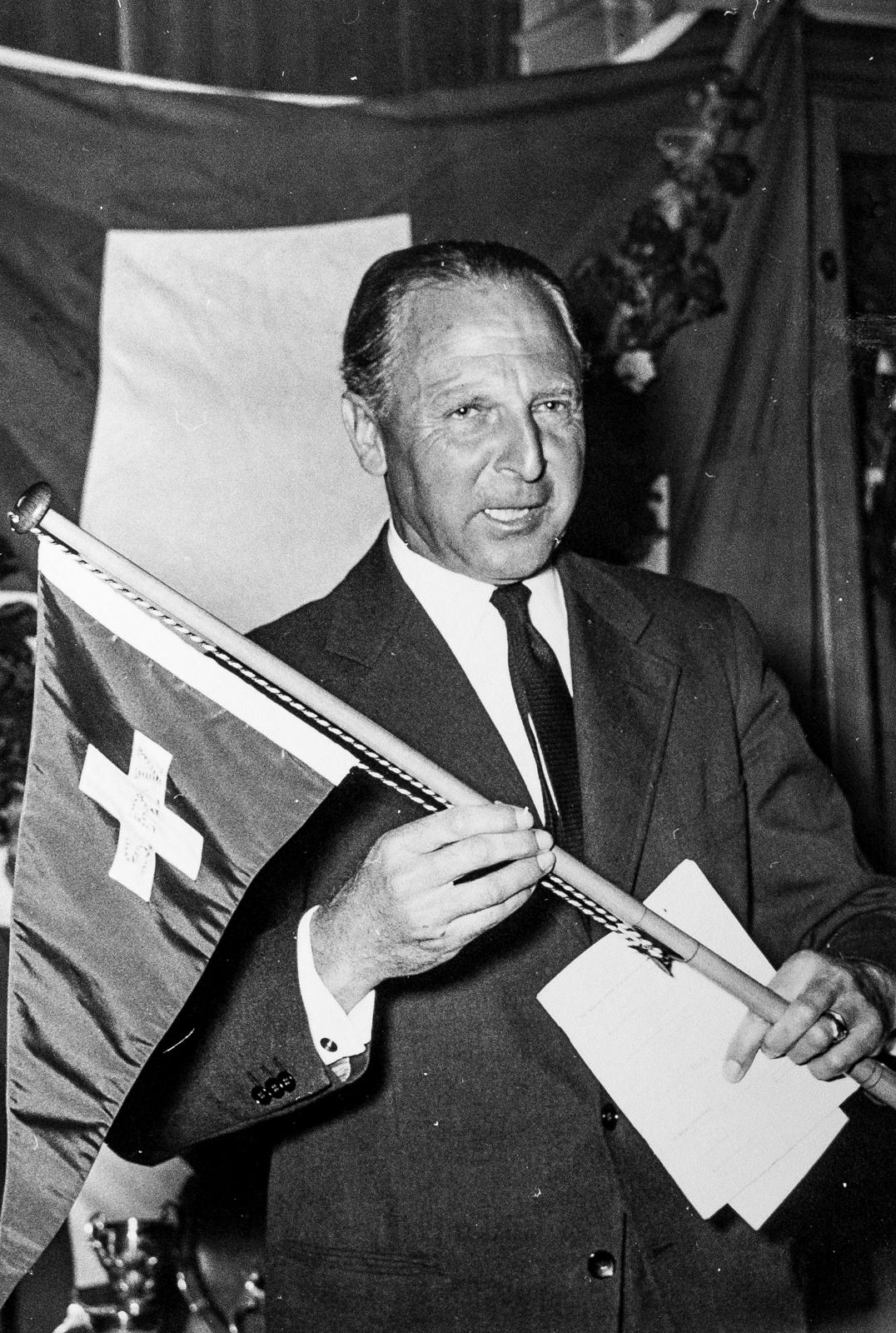 1953, Schweizermeister-Empfang durch Bürgermeister Schärer und die Harmonie Erlenbach