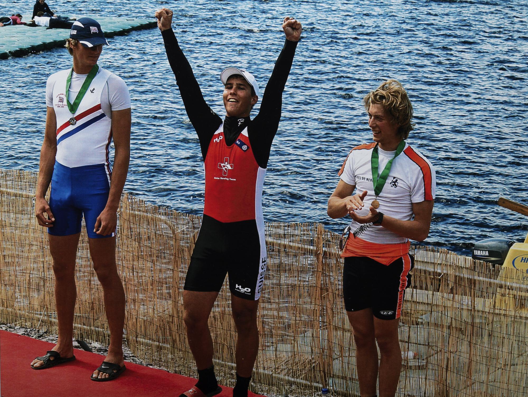 das alles führt zu Erfolgen...Manuel Breitenmoser siegt im Skiff am Coupe de la Jeunesse in Cork 2009 für die Schweiz