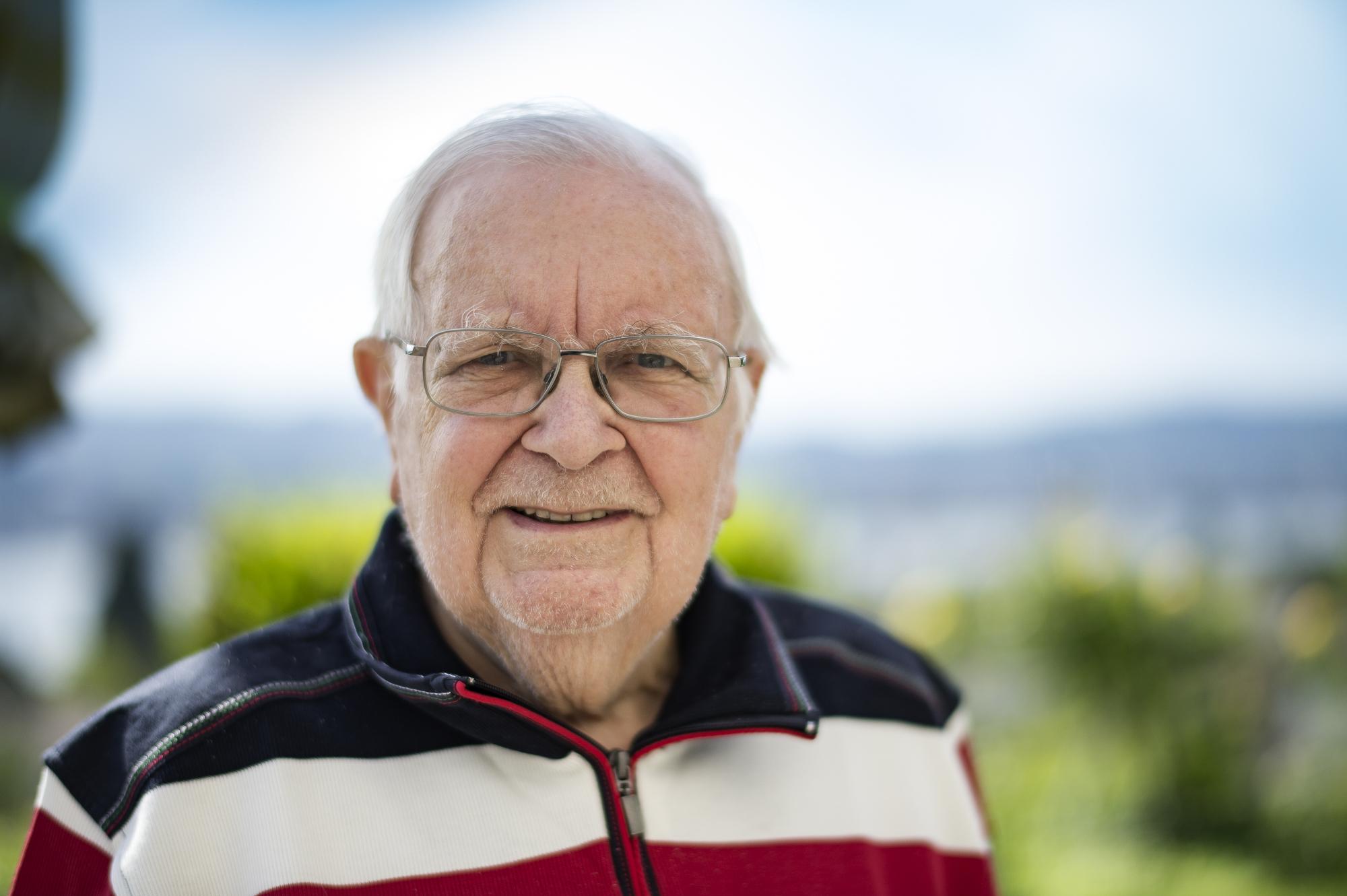 Albert Aeberli geniesst den Ruhestand von höherer Warte aus und schaut hoffentlich immer noch jeden Tag auf den See herunter...