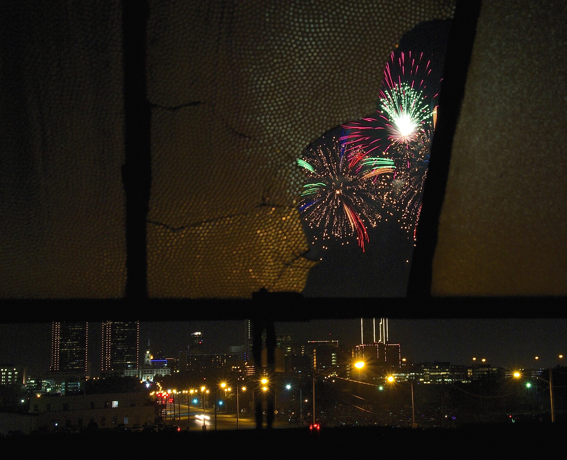 fireworks-845776_1920.jpg