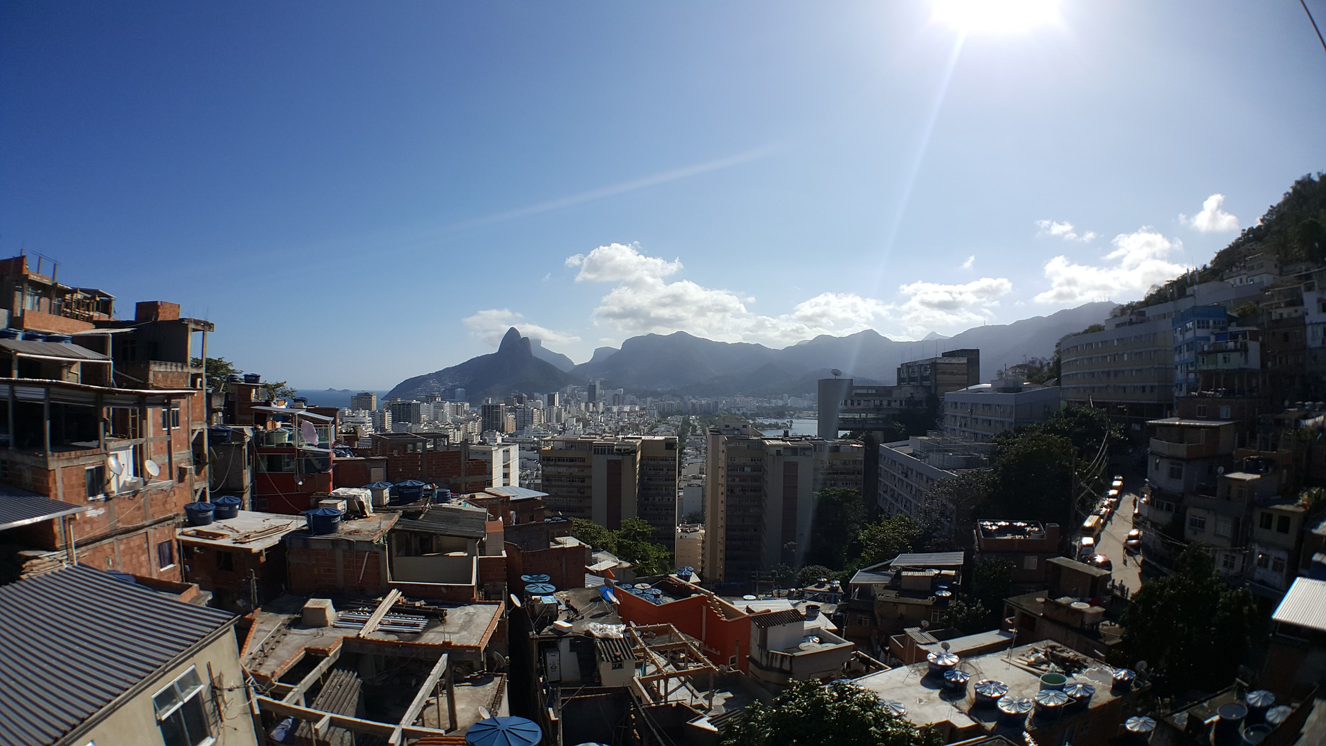favela-1636534_1920.jpg