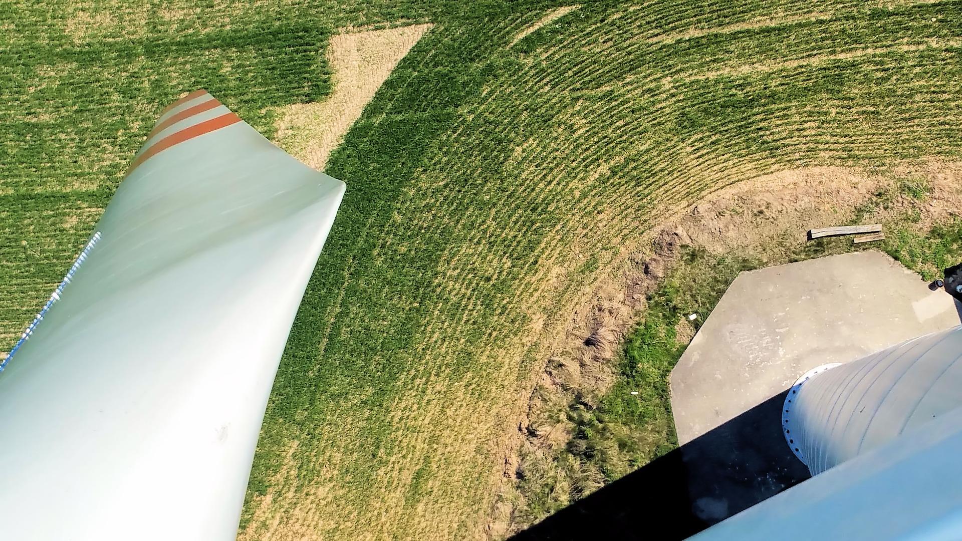 windmill-2405263_1920.jpg