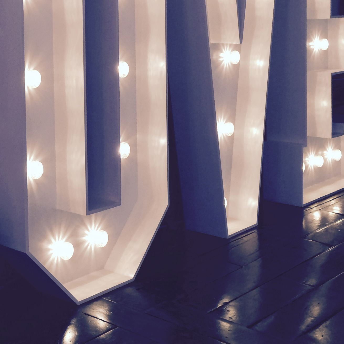 freestanding illuminated letters