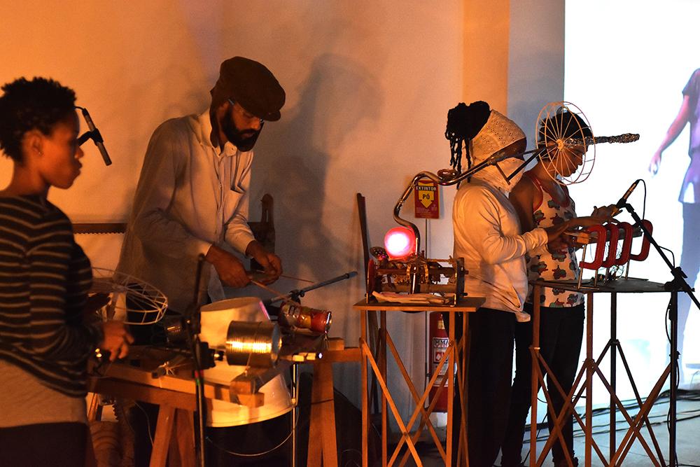 Gambiarra Lab 14.05 Foto Douglas Lopes17WEB.jpg