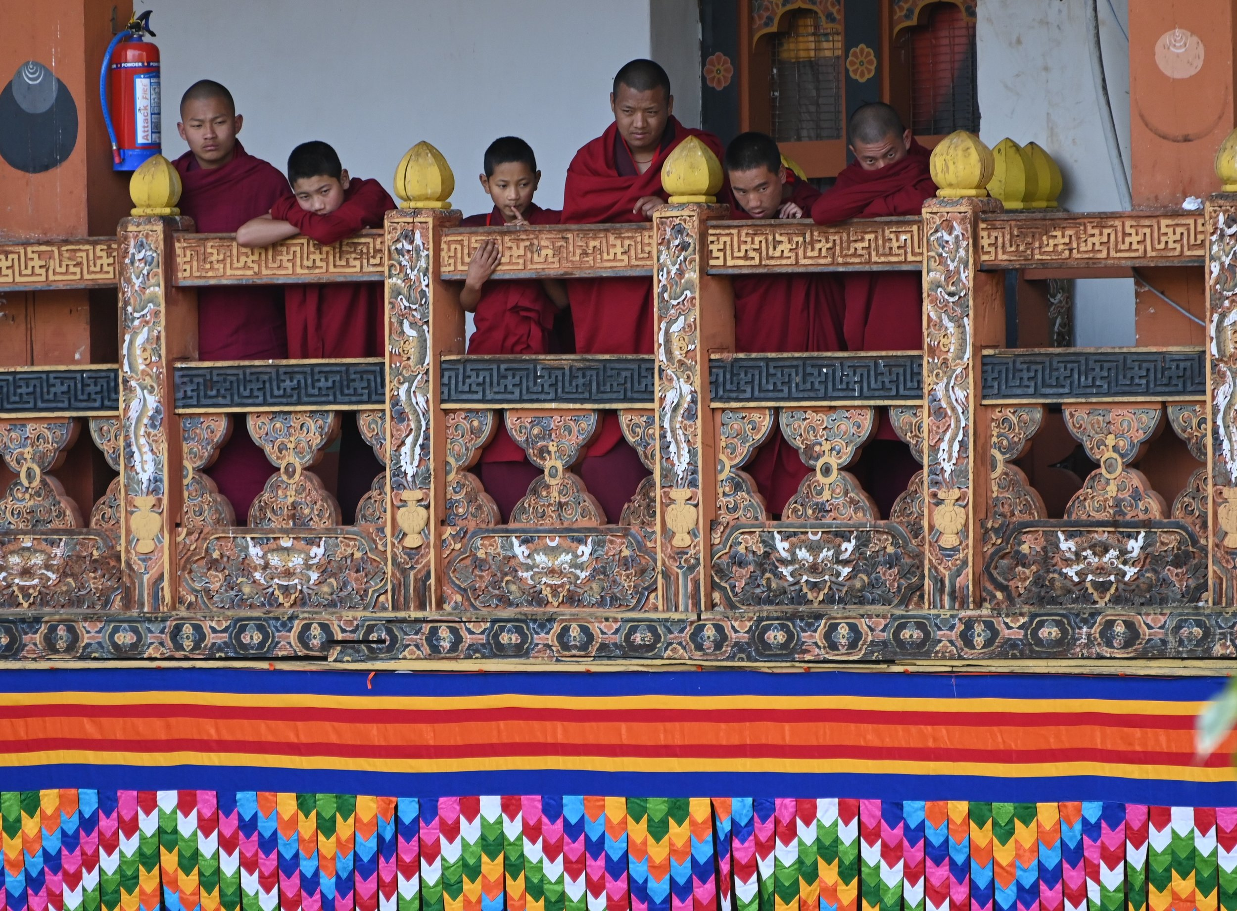 ADSC_0998monks at balcony - Copy.jpg