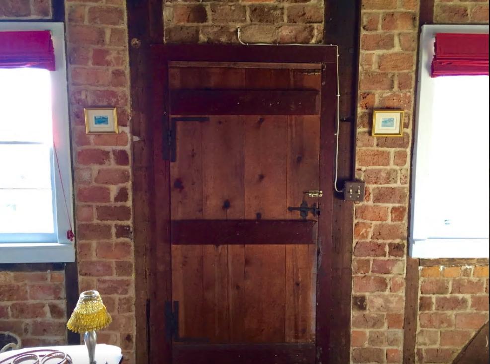 cottage - door.png