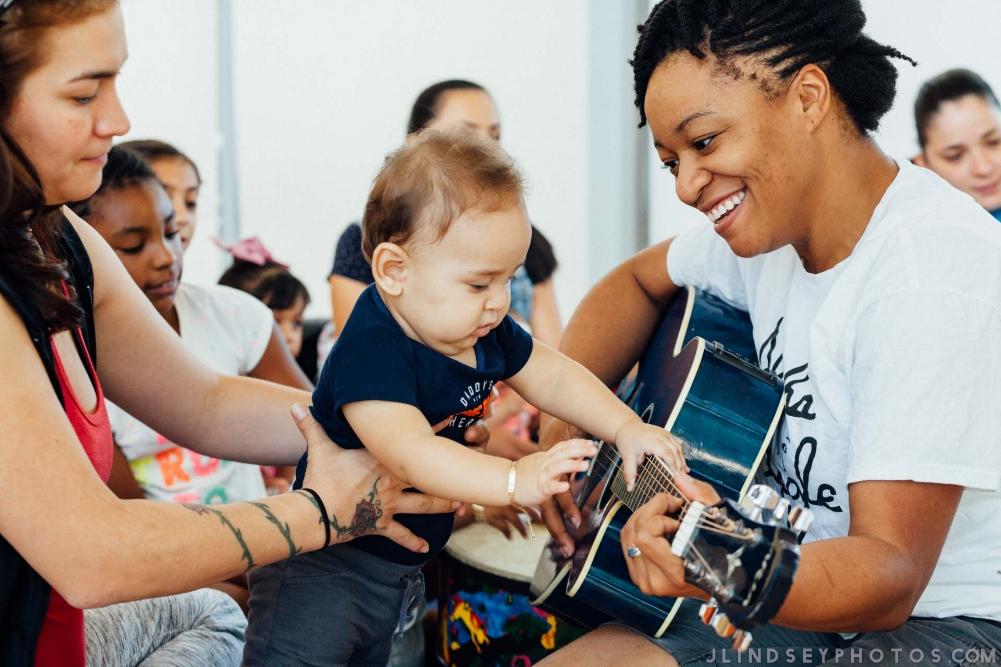 Alesha Nicole teaching a BabyArtsPlay!™ class. Photo by Julianne Lindsey.