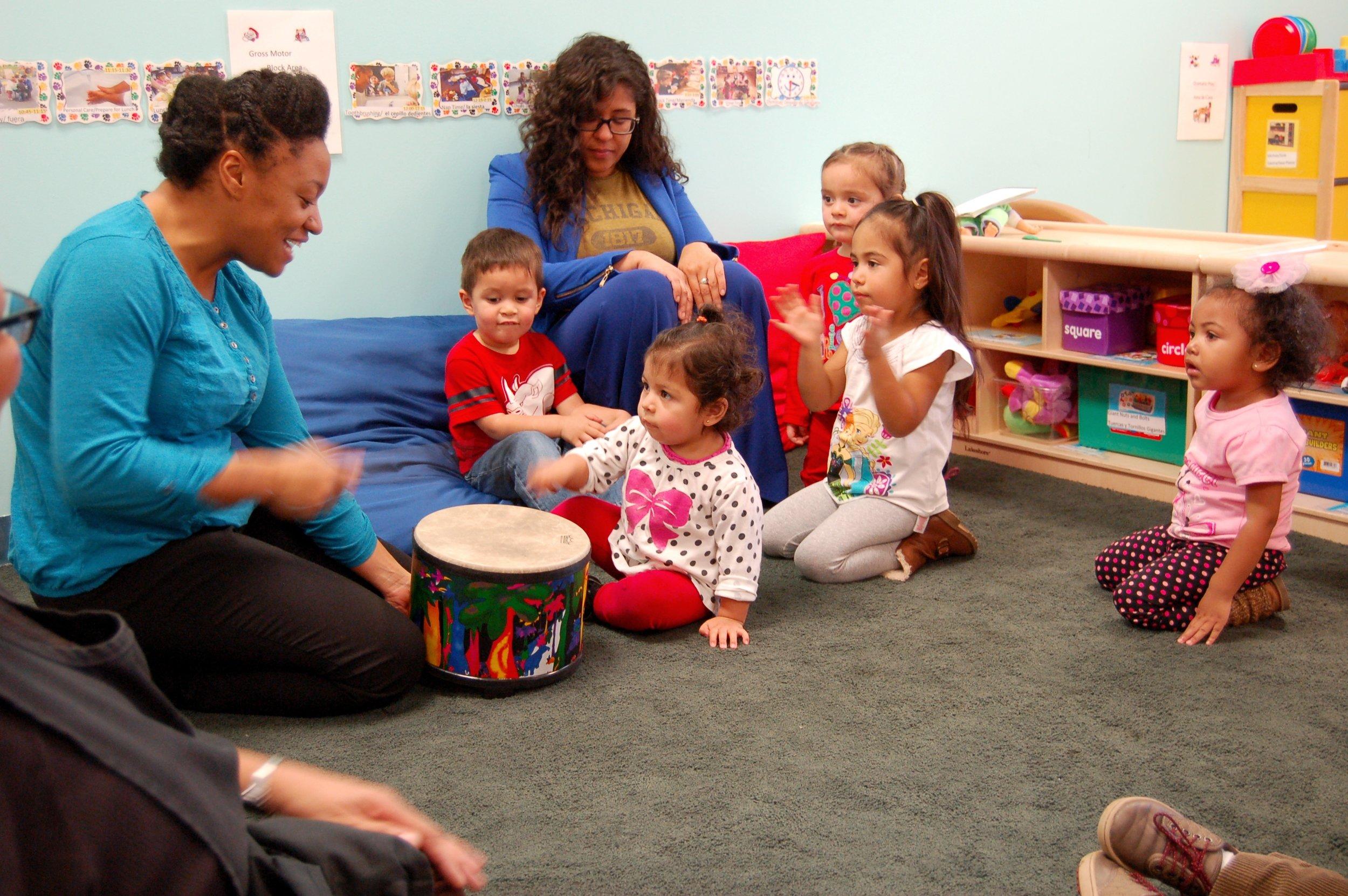 Detroit Wolf Trap Teaching Artist, Alesha Mickens, leads a Detroit Wolf Trap lesson in a Head Start classroom.