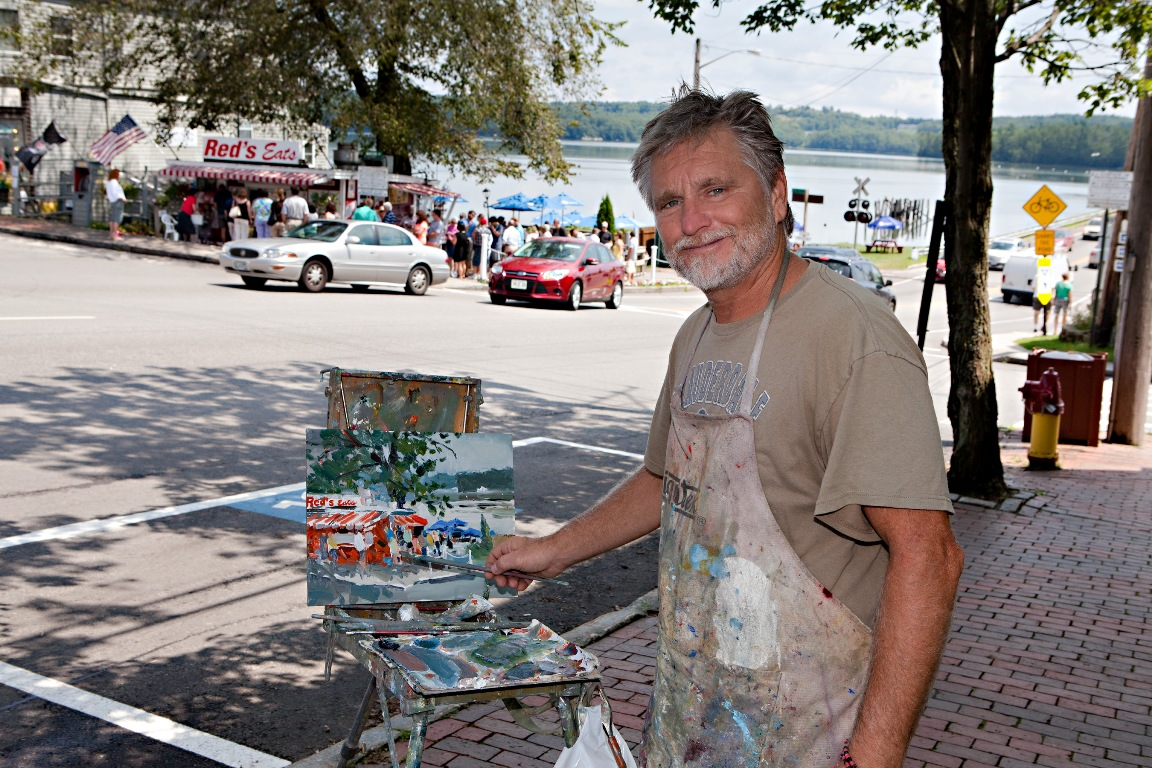 Artist Bob Noreika paints Wiscasset during the first WAW!