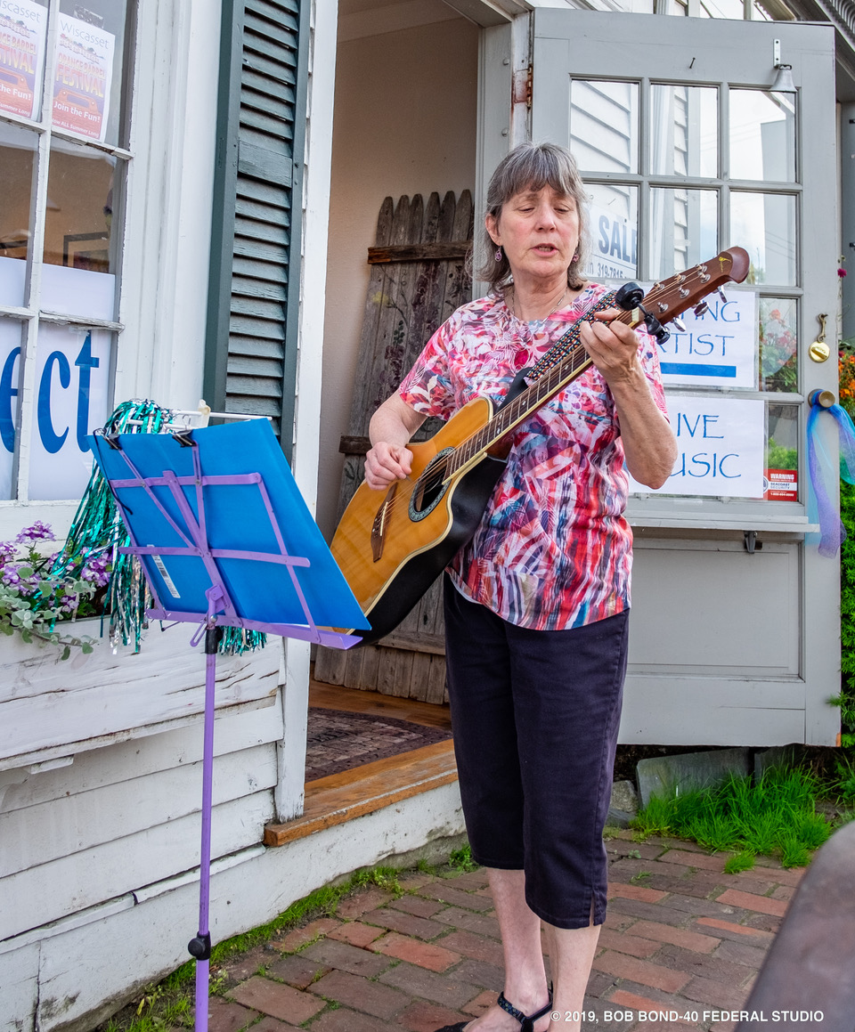 Sylvia Tavares plays and sings in the Weaving Project (Bob Bond photo)