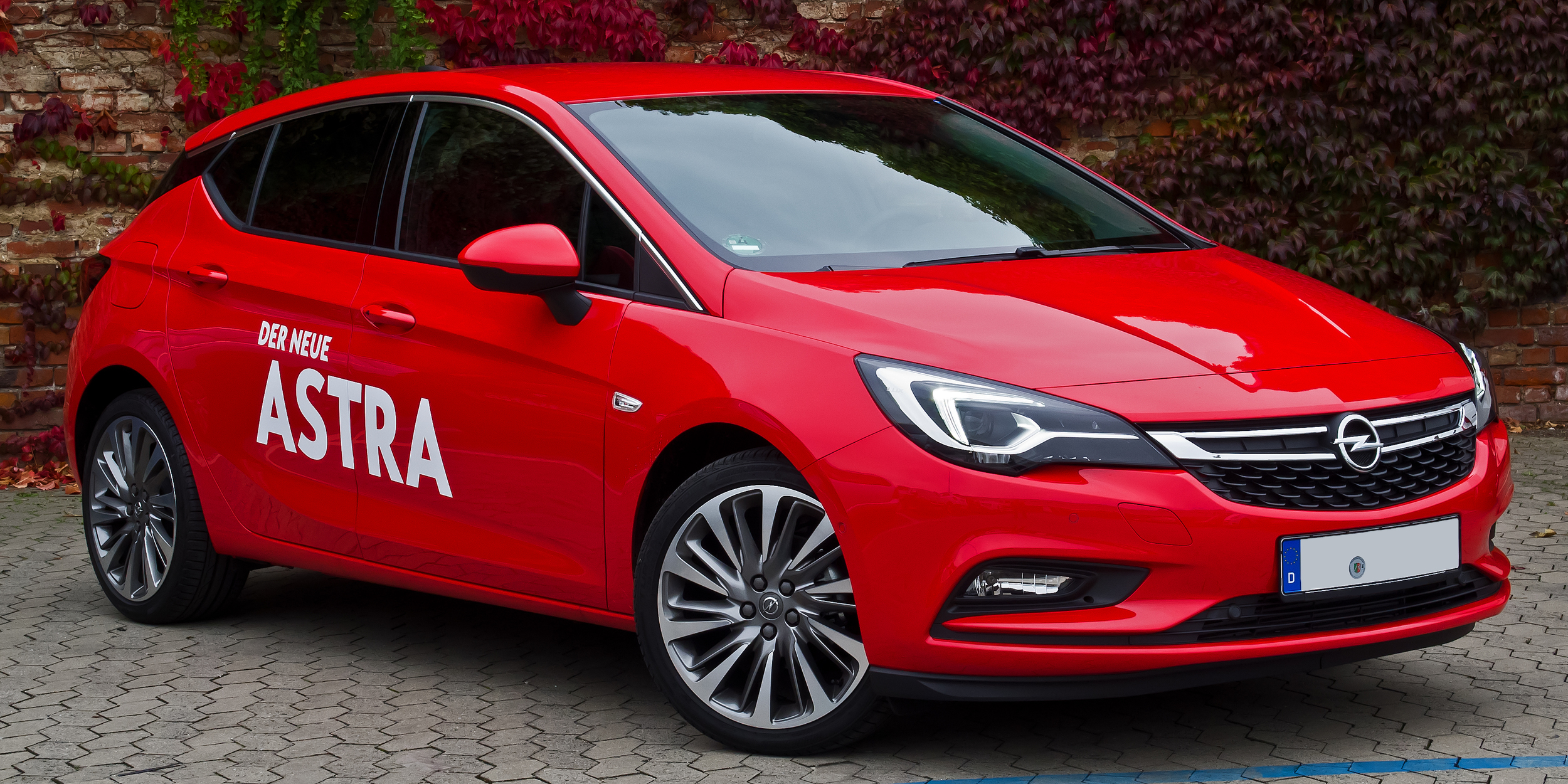 Opel_Astra_1.4_EDIT_ecoFLEX_Innovation_(K)_–_Frontansicht,_10._Oktober_2015,_Düsseldorf.jpg