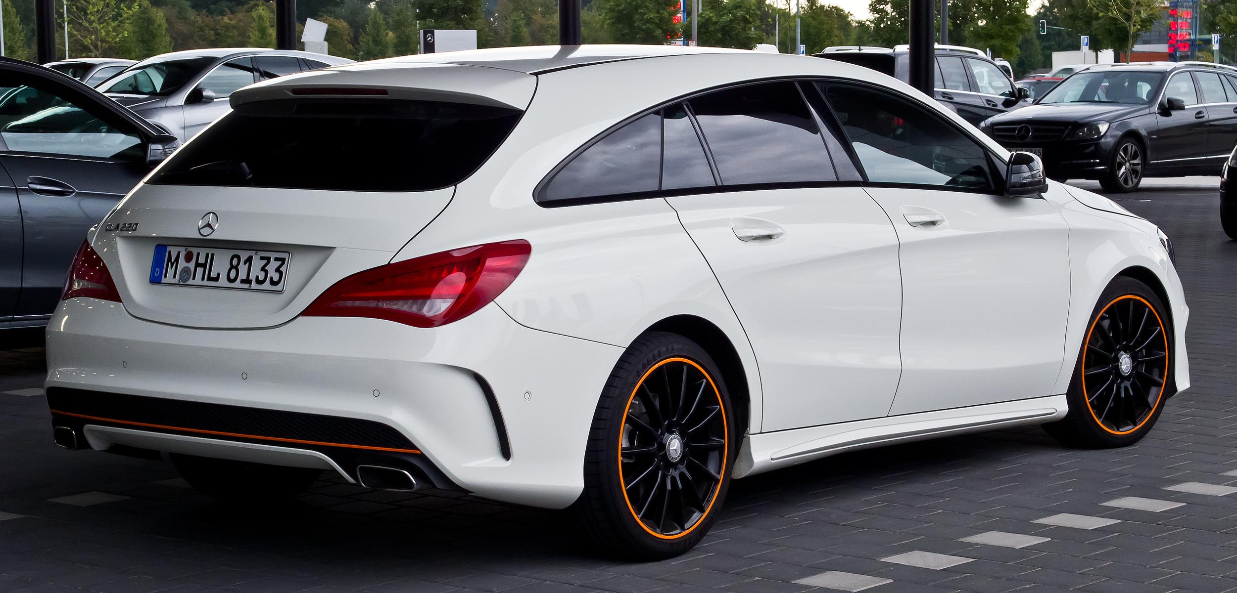 Mercedes-Benz_CLA_220_d_Shooting_Brake_OrangeArt_Edition_(X_117)_–_Heckansicht,_12._September_2015,_Münster.jpg