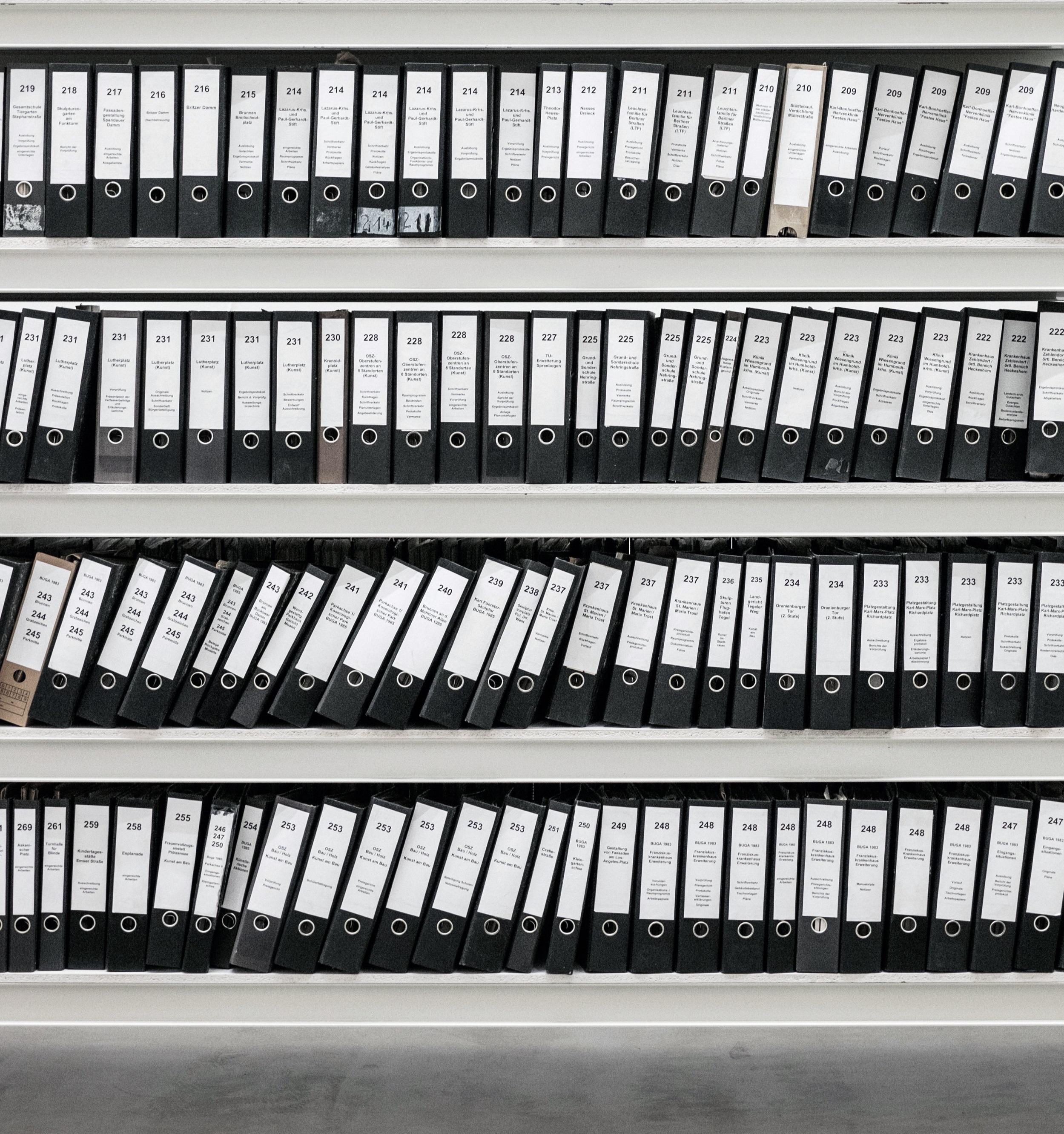 AUDITTRAIL SERVICE - Een apart aan te vragen onderdeel van RDW Services is de Audit Trail.Wij leggen vast welke bevragingen door wie op welk moment dan ook zijn uitgevoerd. Zo kan er bewijs overgedragen worden aan de RDW wanneer zij hier om vraagt tijdens een zogenoemde deelwaarneming.Door het in gebruik nemen van de Audit Trail, wordt het mogelijk om te allen tijde te voldoen aan de richtlijnen van de RDW, die stellen dat de verzekeraar of gevolmachtigde aan moet kunnen tonen dat de informatie gewonnen is met schadeafwikkeling als doel.