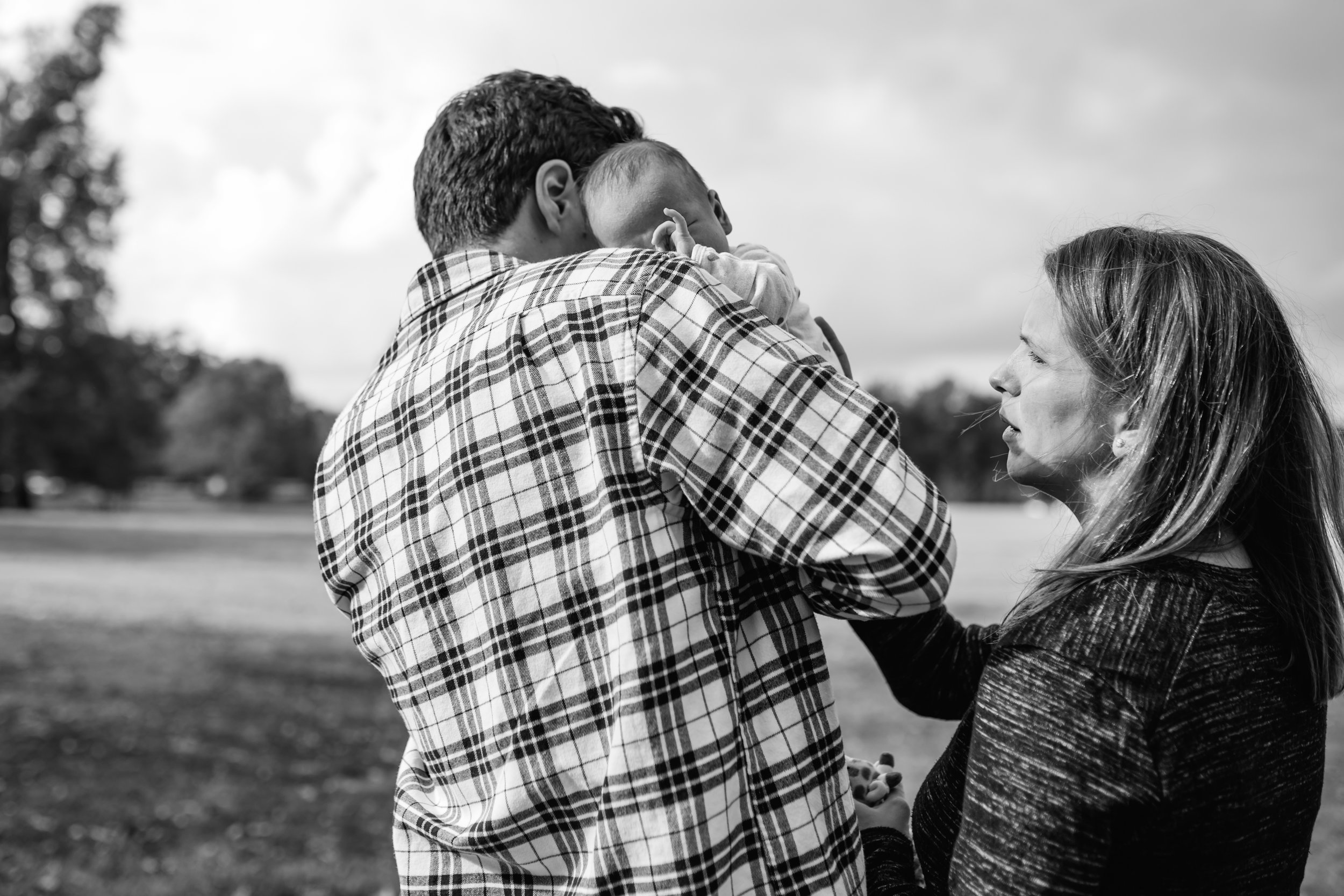 new parents console newborn in overton park black and white photo
