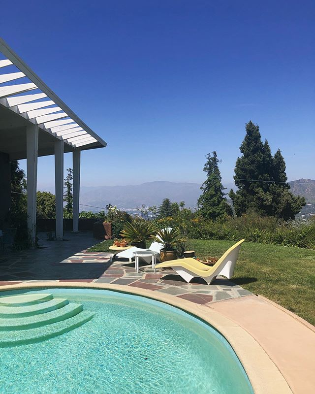 🦋 Off market alert 🦋 Major mid-century vibes with massive views on .64 acres ... dm for details! Listed w/ @jhawkhomes #comingsoon #offmarket #90046 #midcenturymodern #poolparty #SheltonWilderGroup #agentsofcompass #hollywoodsign