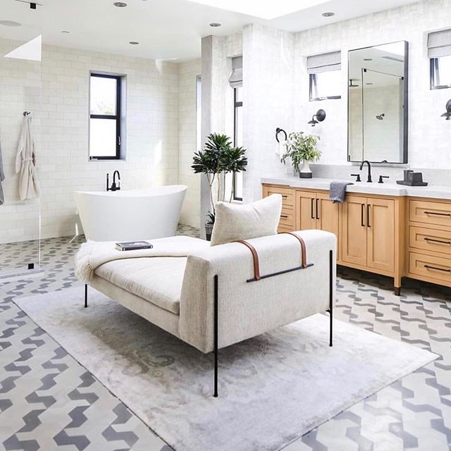 🛁 Sunday bathroom inspo... if this was mine... I would never leave! Instead headed to showings all day! I love my clients! #designinspo #WilderPossibilities #boldmoves #bathroomgoals #realtorlife #workingmomma