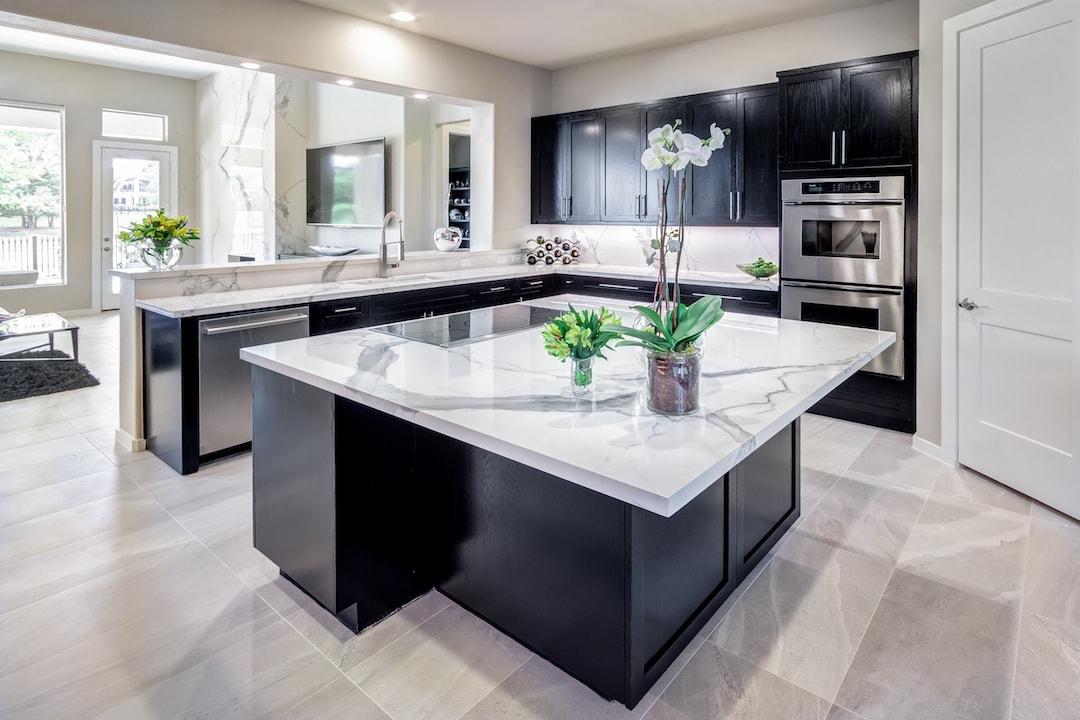 White counter kitchen.jpg
