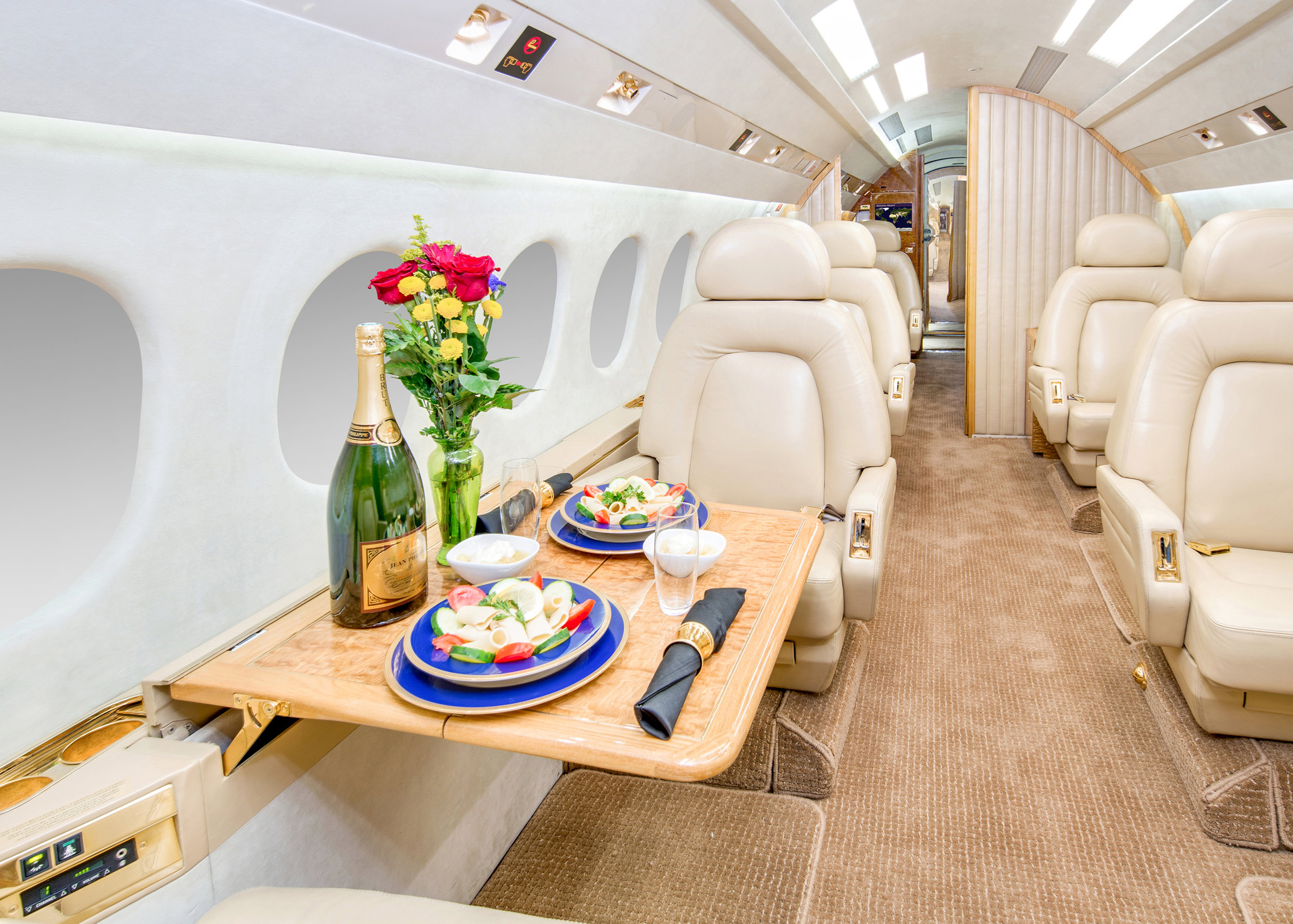 fwd cabin facing aft place setting.jpg