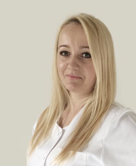 Justyna Gołacka    specjalista od spraw podologii    Członek Polskiego Towarzystwa   Podologicznego   Członek Stowarzyszenia Medycznego Praktykujących Podologów