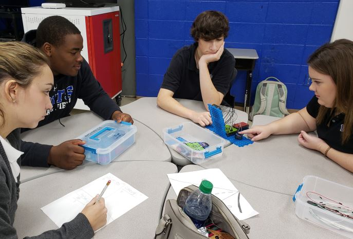 learning about how electricity flows.JPG