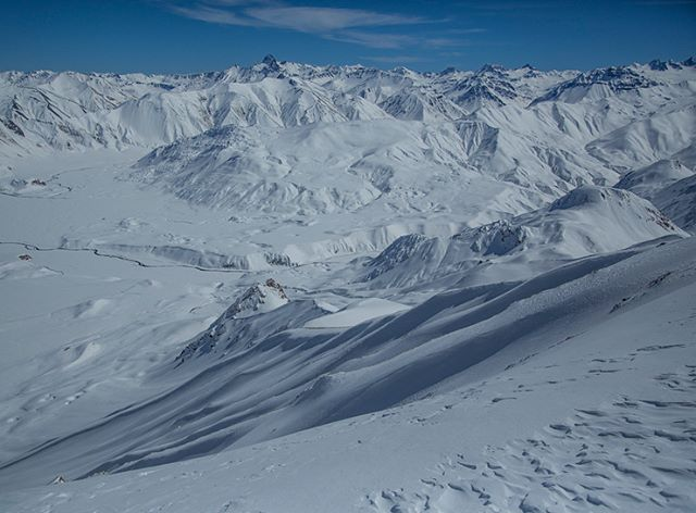 Our Attention Shifts Southward to @laslenasresort #stellarargentina where there is no shortage of #malbec and #blower @stellaradventuretravel #southamerica #ski #powder #stellar #catskiing in the Andes 👍