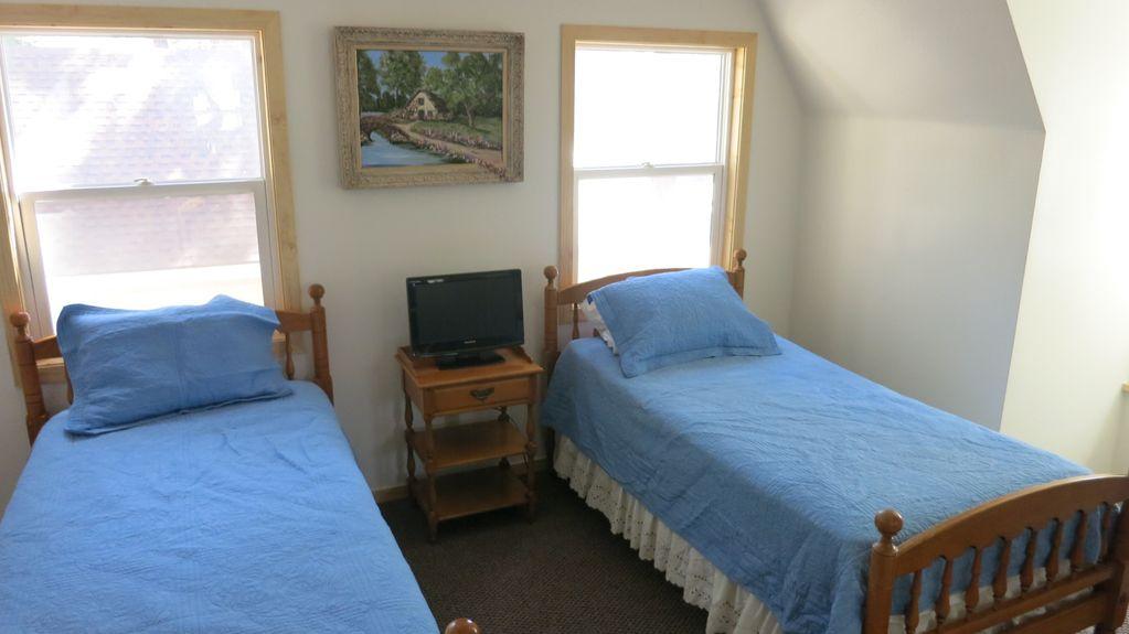 Big Bear Twin Room.jpg