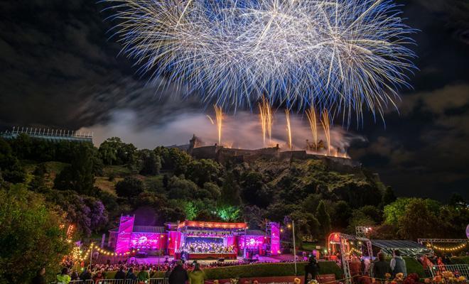Edinburgh_Fireworks.jpg