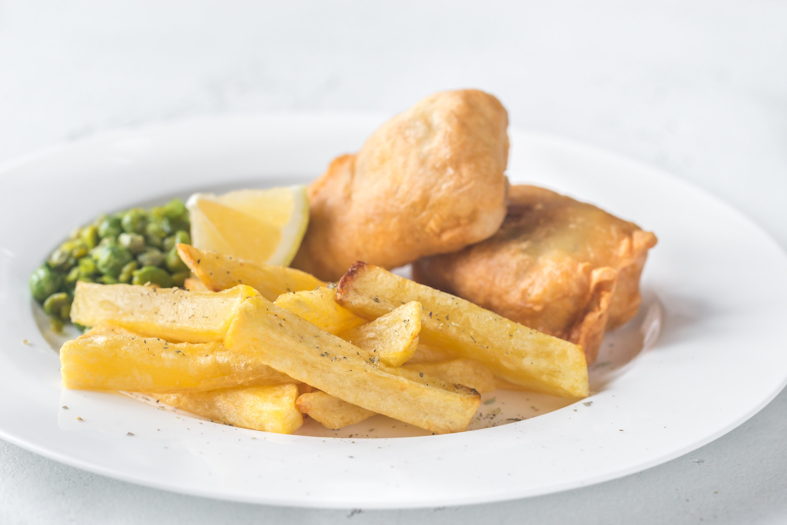 portion-of-fish-and-chips-V54LAUF.jpg