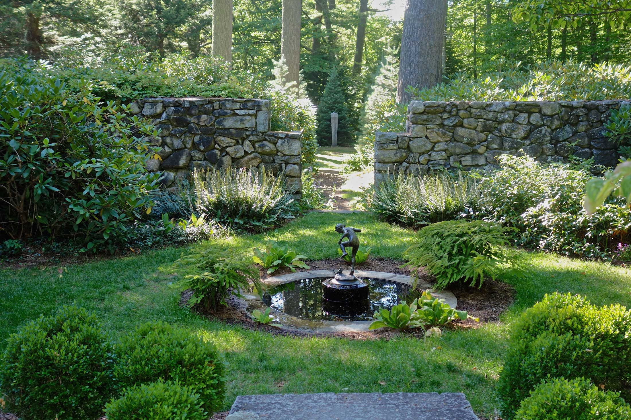 The-Fells-Estate-Rock-Walls-and-Fountain.jpg