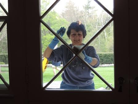 Volunteer Cleaning Windows-r.JPG