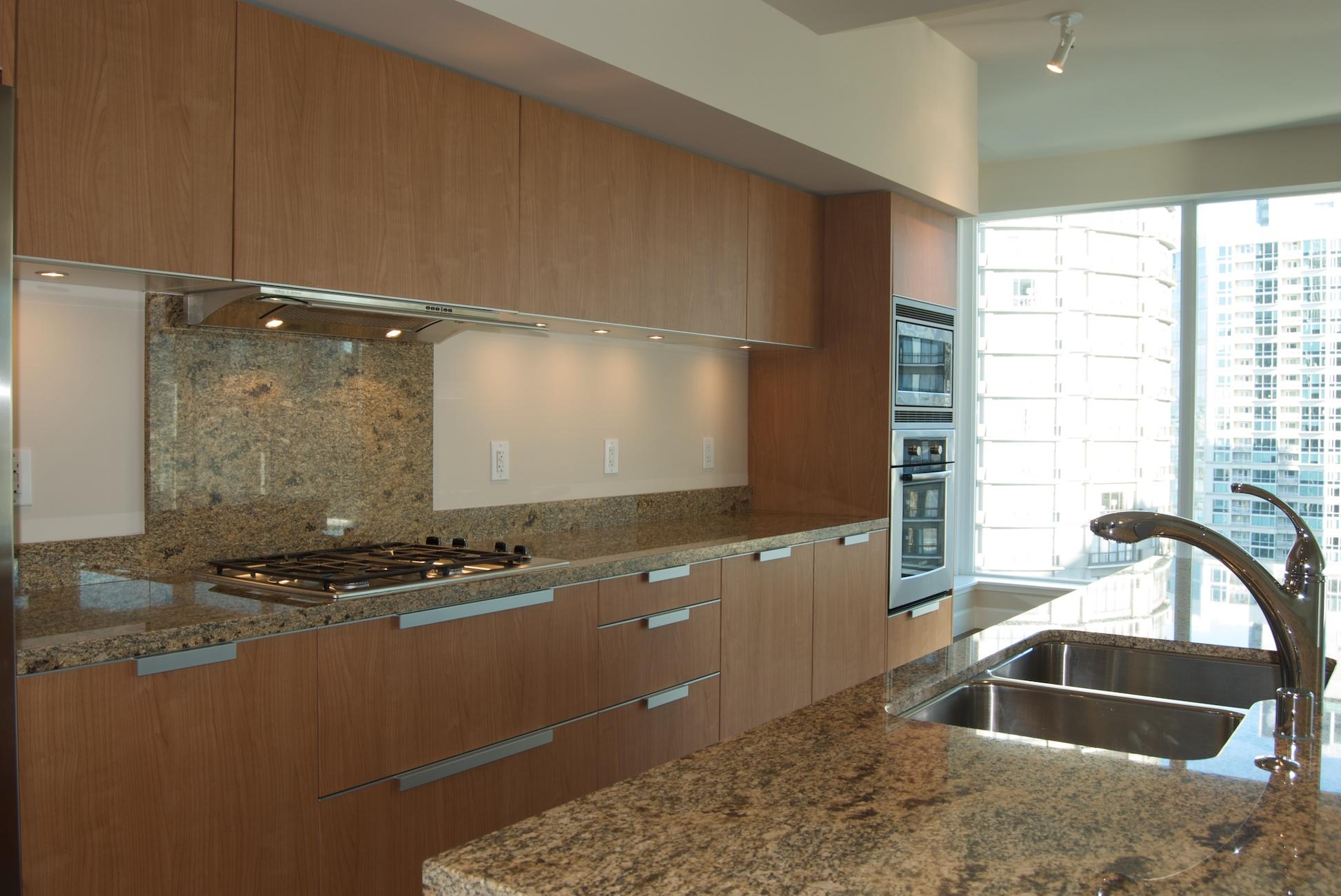 Suite 1508 Kitchen.jpg