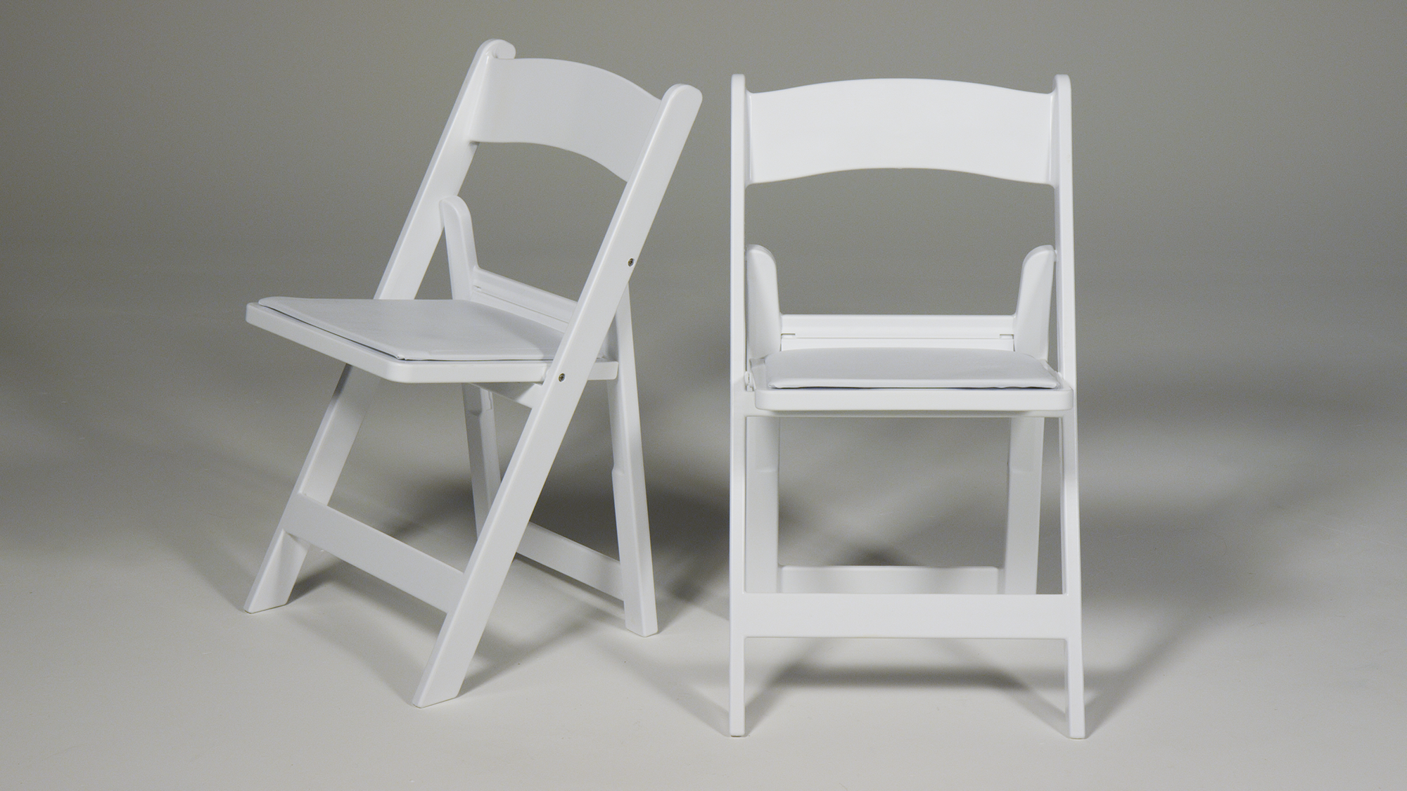 C440 White Resin Wedding Chairs.png