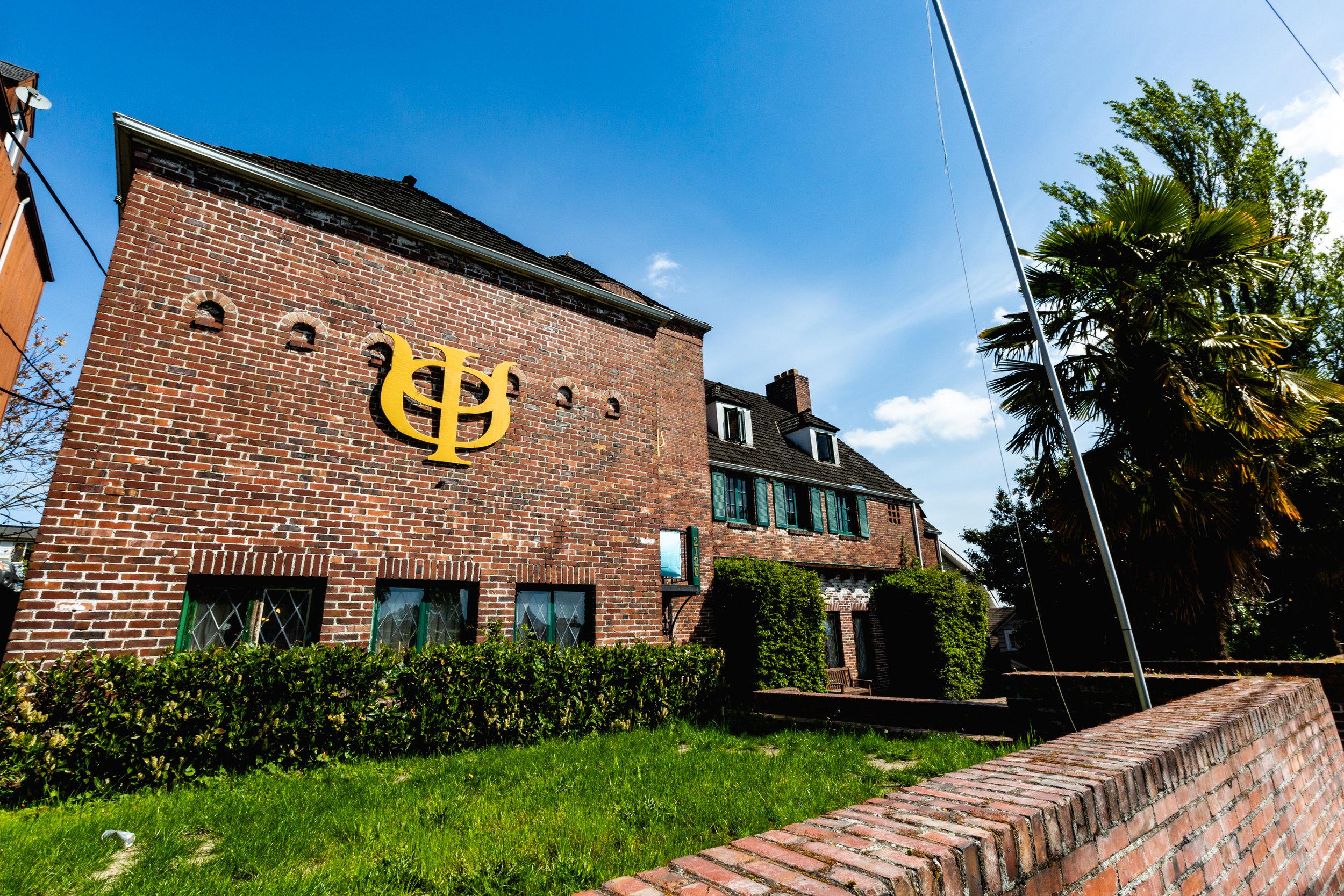 phi psi house 1.jpg