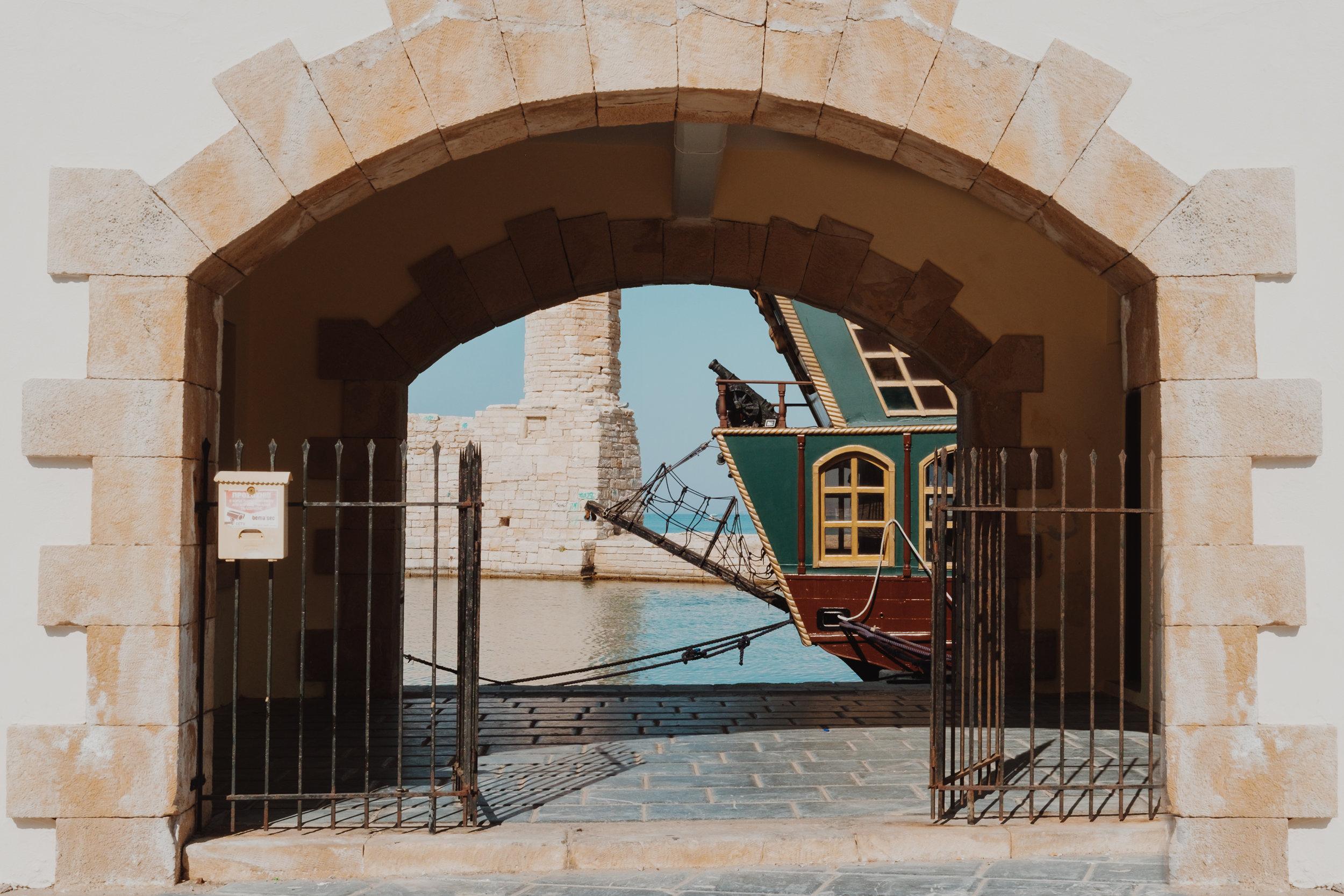 pirate hole