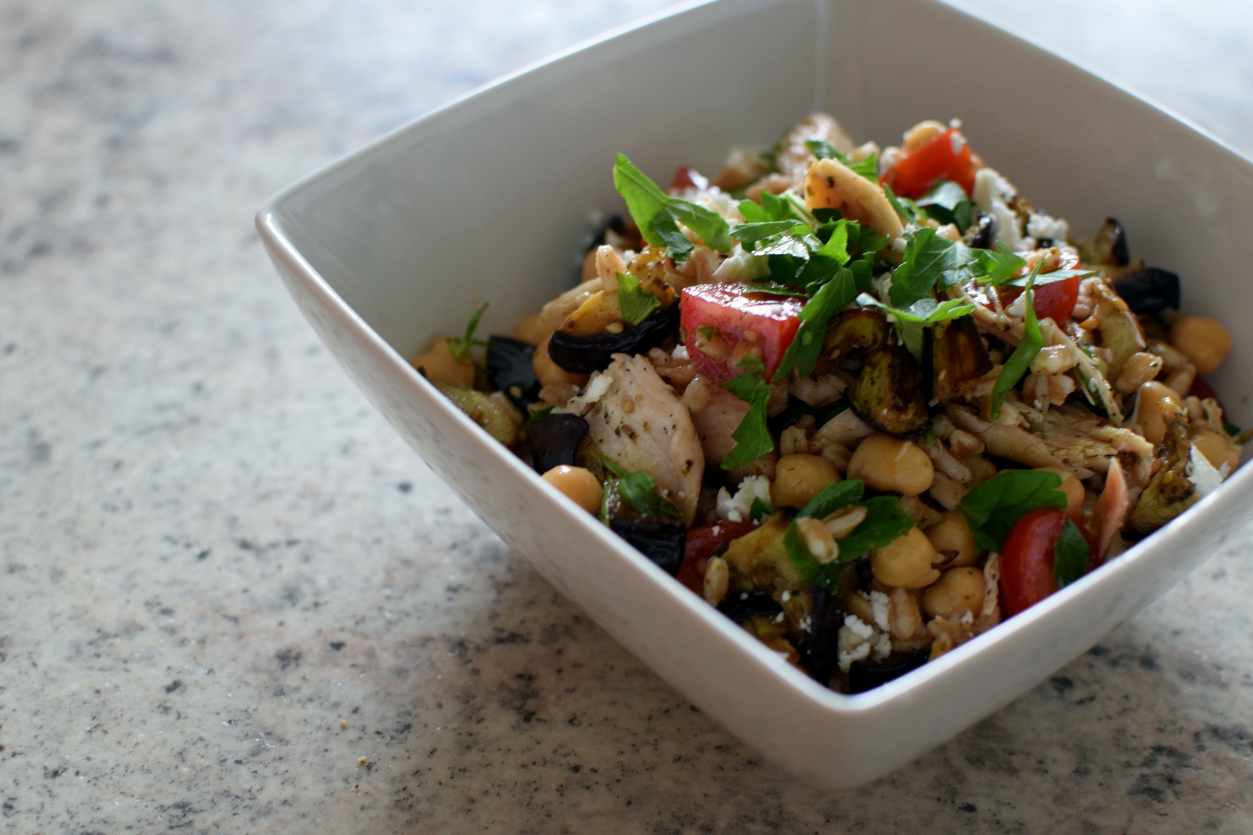 Middle Eastern Grain Bowls. Spice up your routine with a quick, easy, #BigBatchRecipe featuring your new favorite spice, za'atar! | themillennialmenu.com