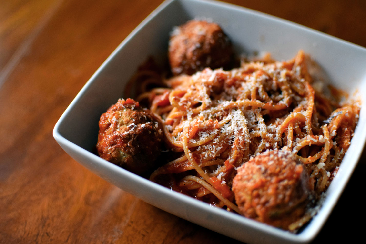 Easiest Pasta and Meatballs. 4 ingredients, 20 minutes. The best weeknight dinner ever!  | themillennialmenu.com