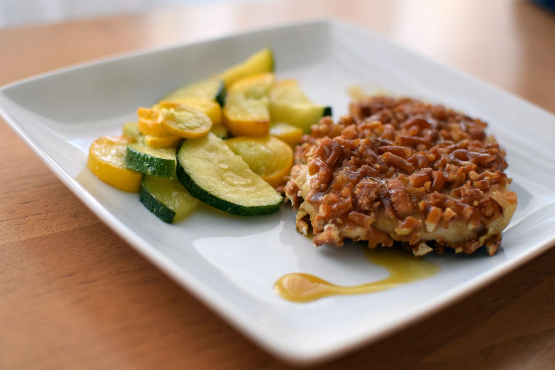 Honey Mustard Pretzel Chicken Turns A favorite snack into a delicious, easy dinner. | themillennialmenu.com