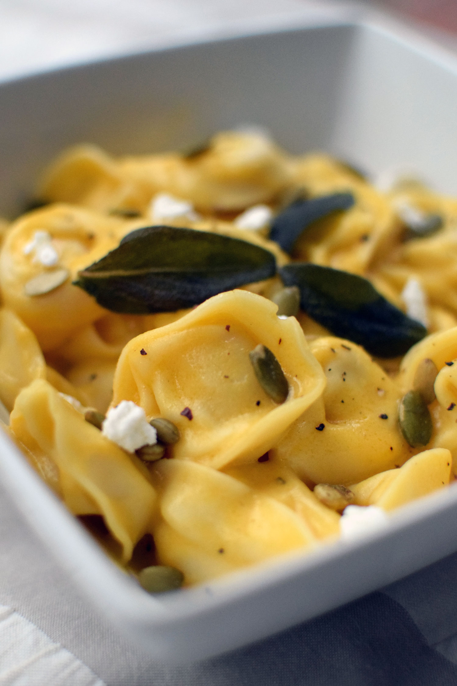 Are you drooling over this butternut squash and sage tortellini yet? Try this easy meal for fall! | themillennialmenu.com