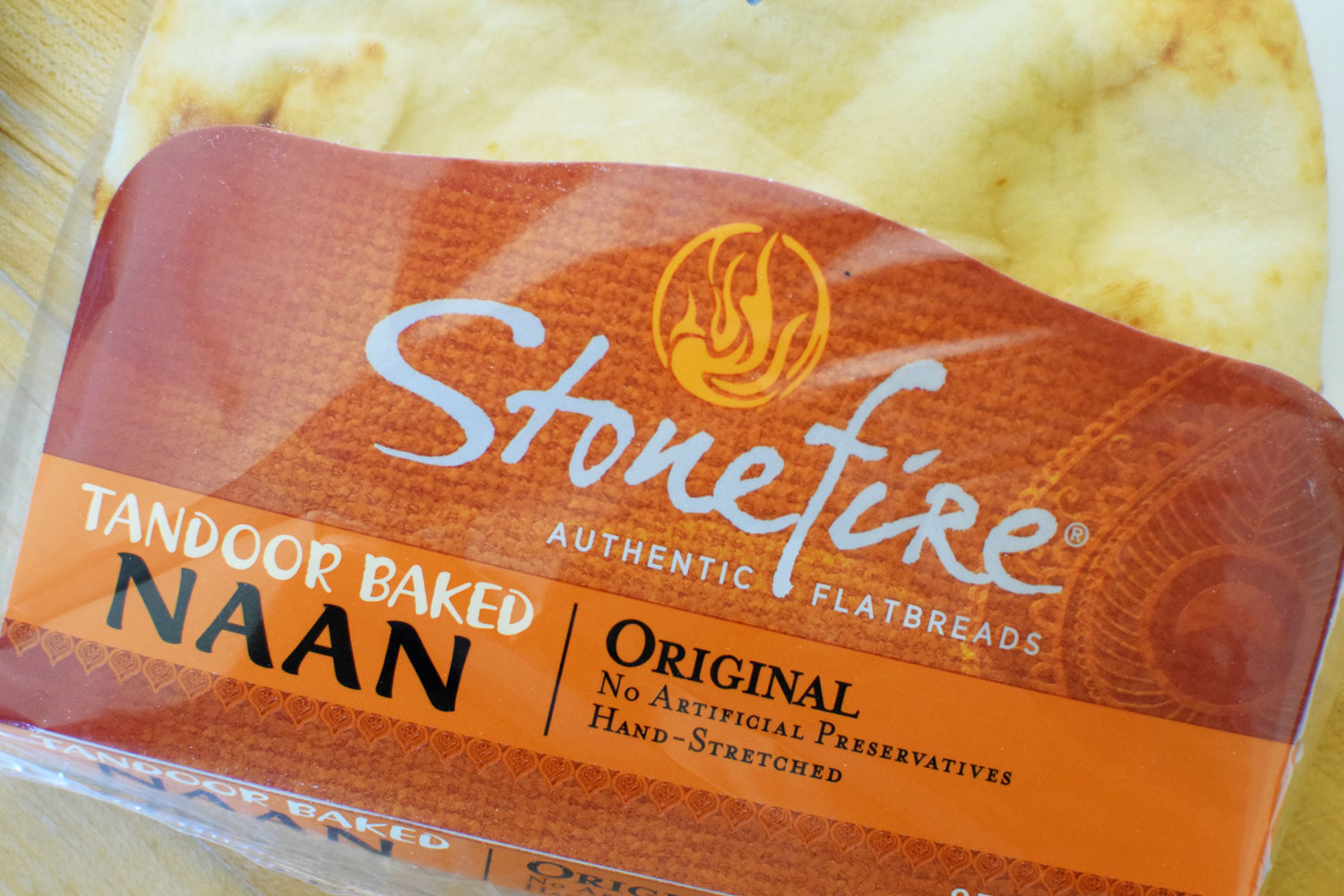 Stonefire Naan makes weeknight dinner easy. endless possibilities for your own homemade pizzas! | themillennialmenu.com