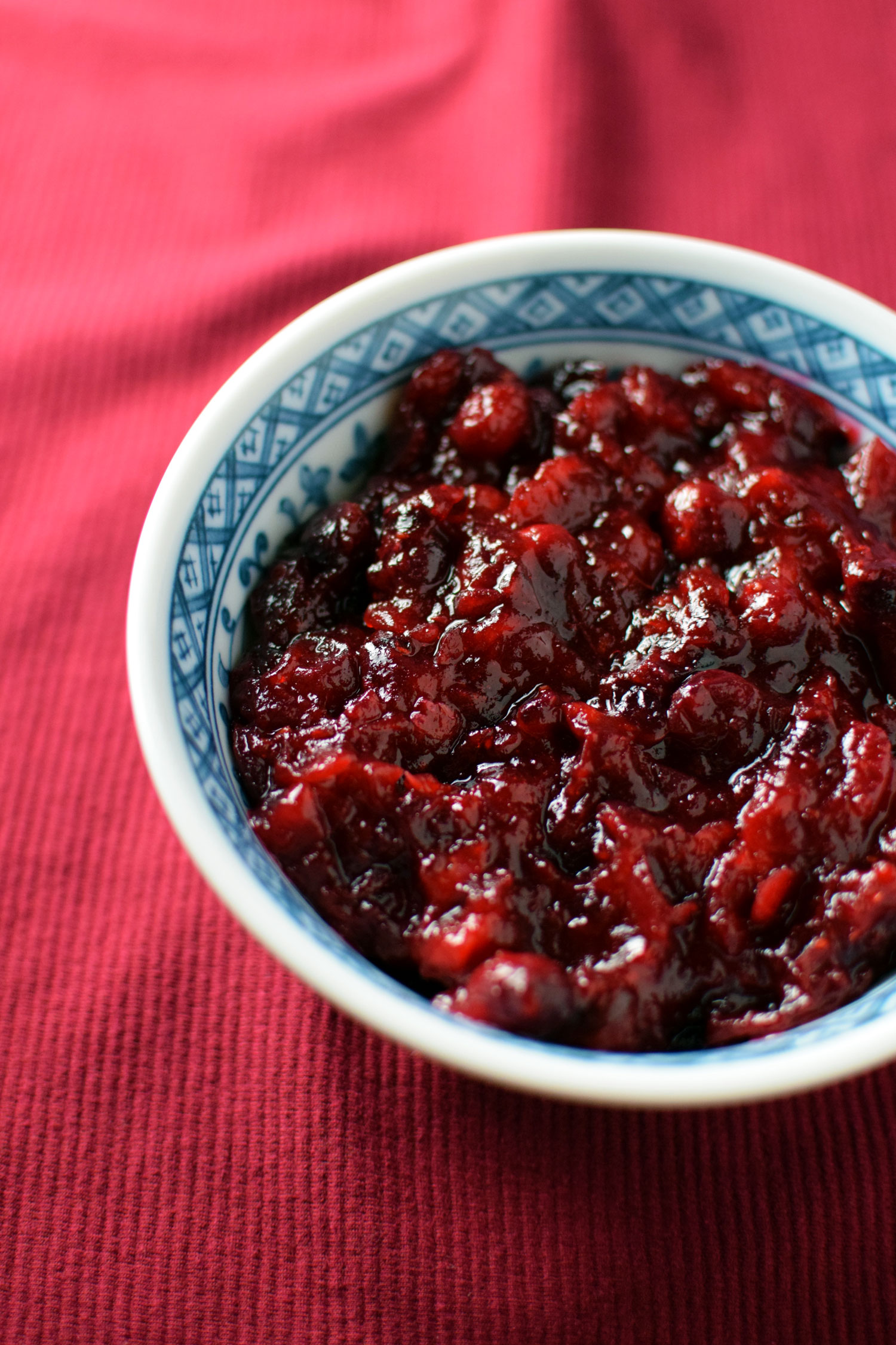 Homemade Cranberry Sauce. 3 ingredients. 1 Pot. The Easiest thanksgiving dish to Impress your family & Friends!  | themillennialmenu.com