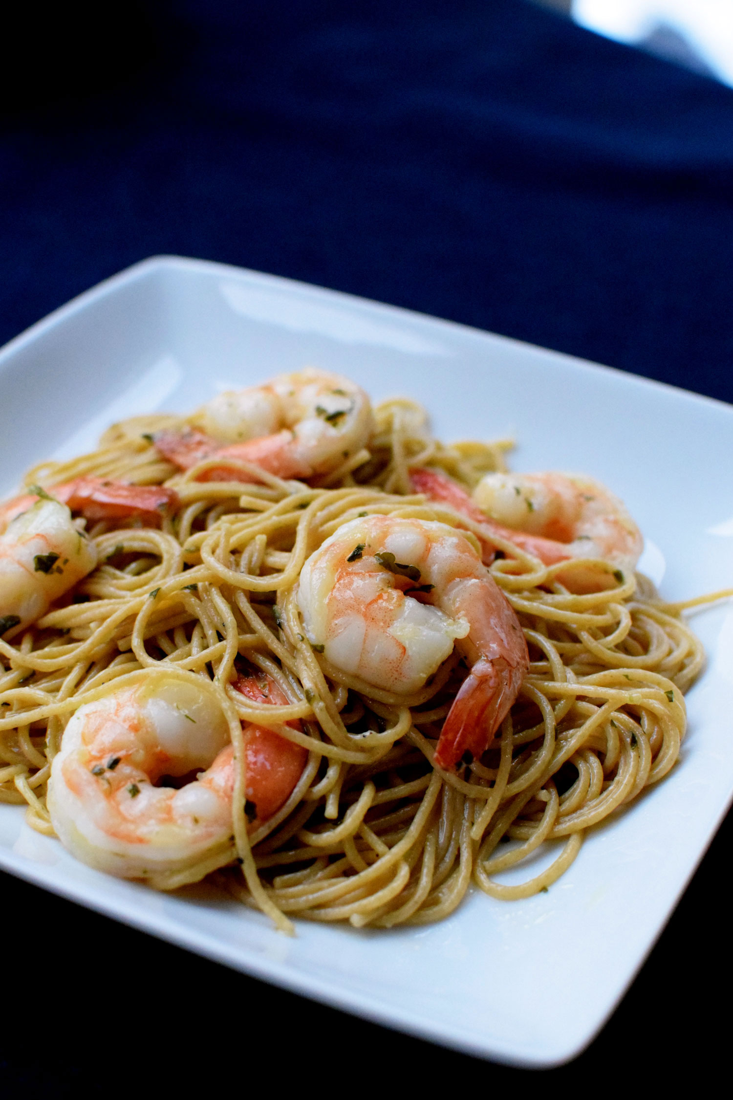 Easy Shrimp Scampi is ready in 20 minutes! the perfect weeknight dinner. | themillennialmenu.com