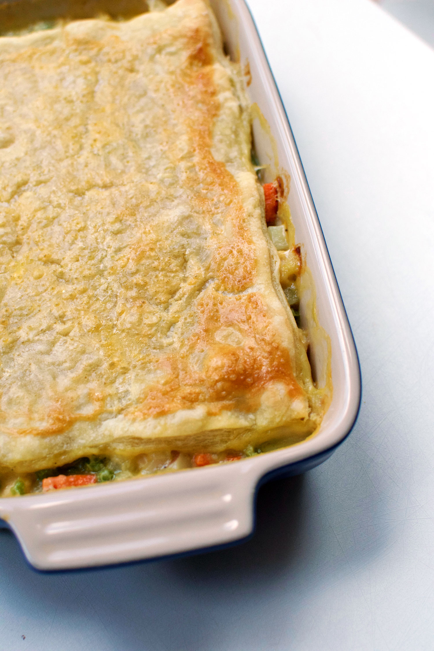 This beautiful, fresh chicken pot pie is a simple recipe that is freezer-friendly and great for lunches at work! | themillennialmenu.com