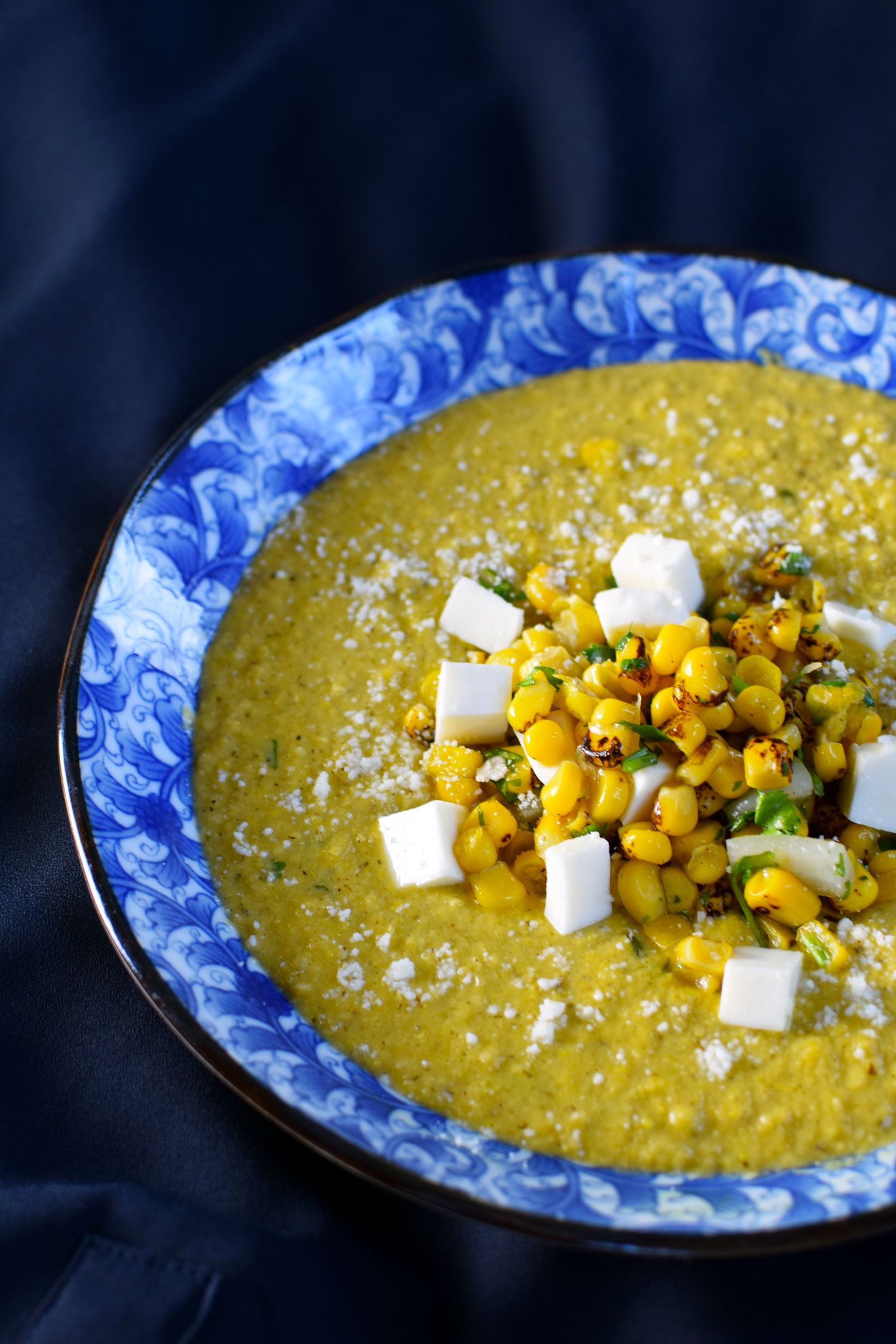 This grilled mexican street corn soup recipe, inspired by the mexican street food elotes, is the perfect way to welcome summer. | themillennialmenu.com