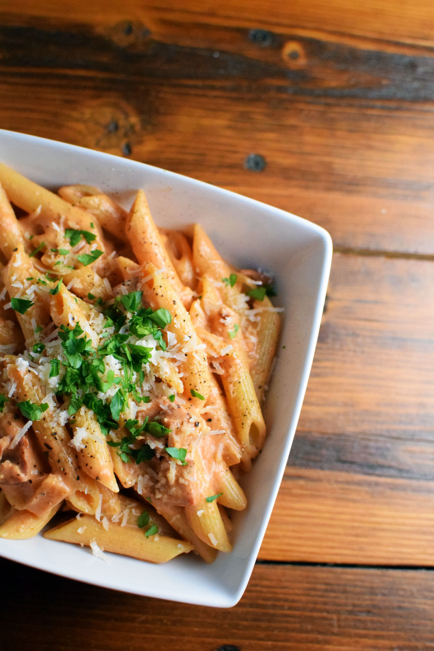 This quick and easy penne alla vodka recipe is a great way to impress your friends, family, or guests! | themillennialmenu.com