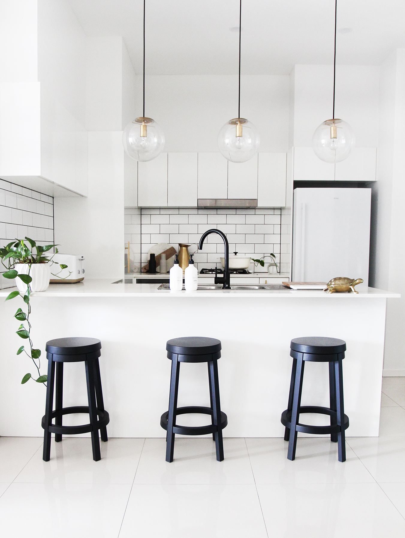 Loni Parker Kitchen_Adore Home Magzine Blog_1.jpg