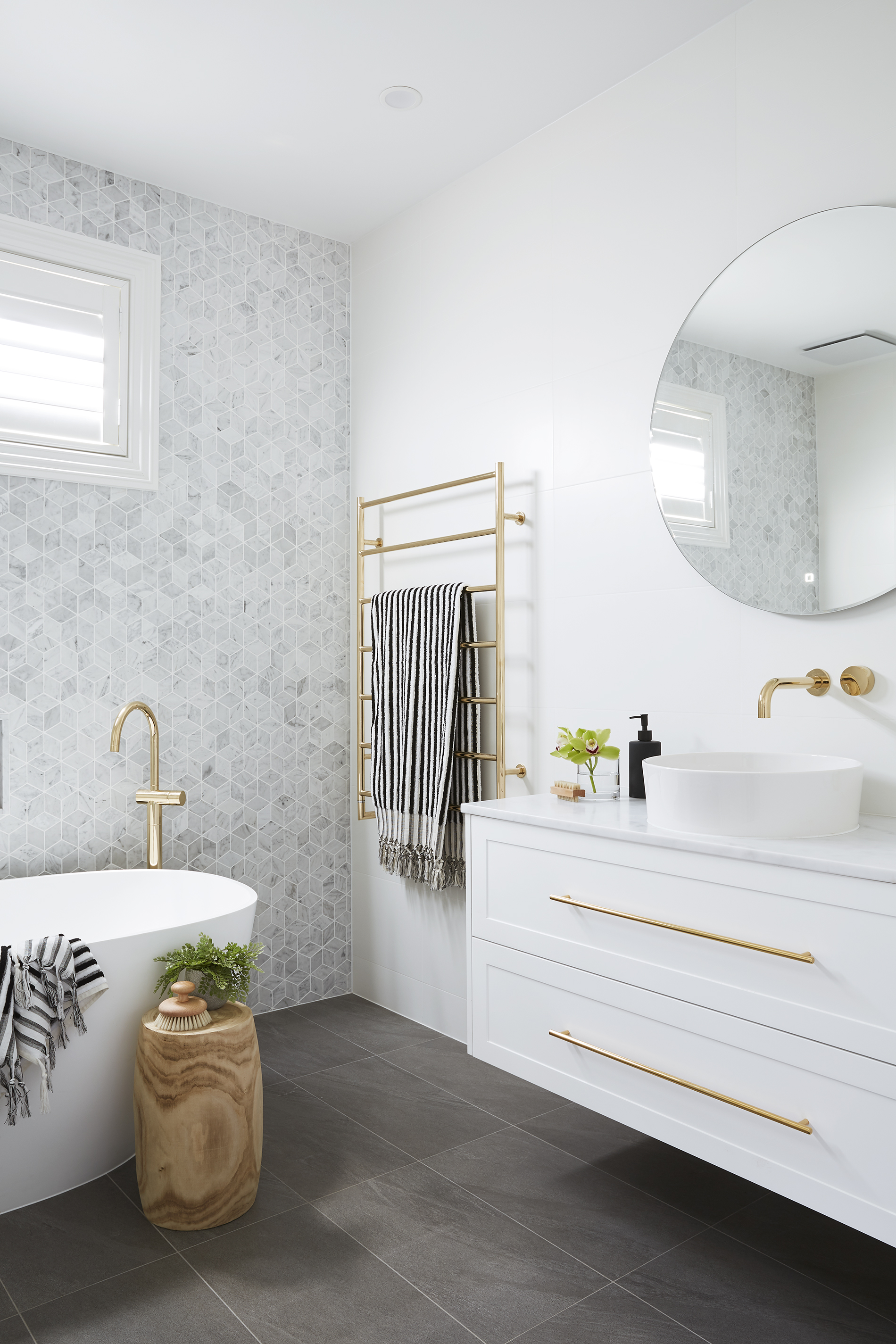 adore_home_magazine_blog_julia_and_sasha_bathroom_marble_luxe_photography_annette_obrien.jpg