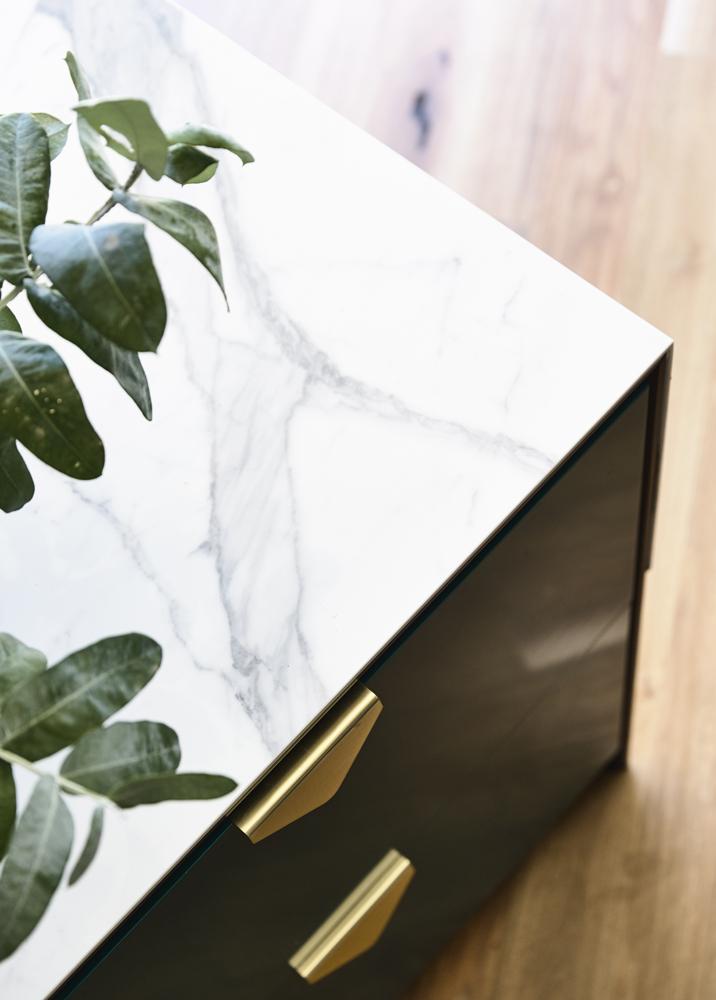 Auhaus' Envelope Handle